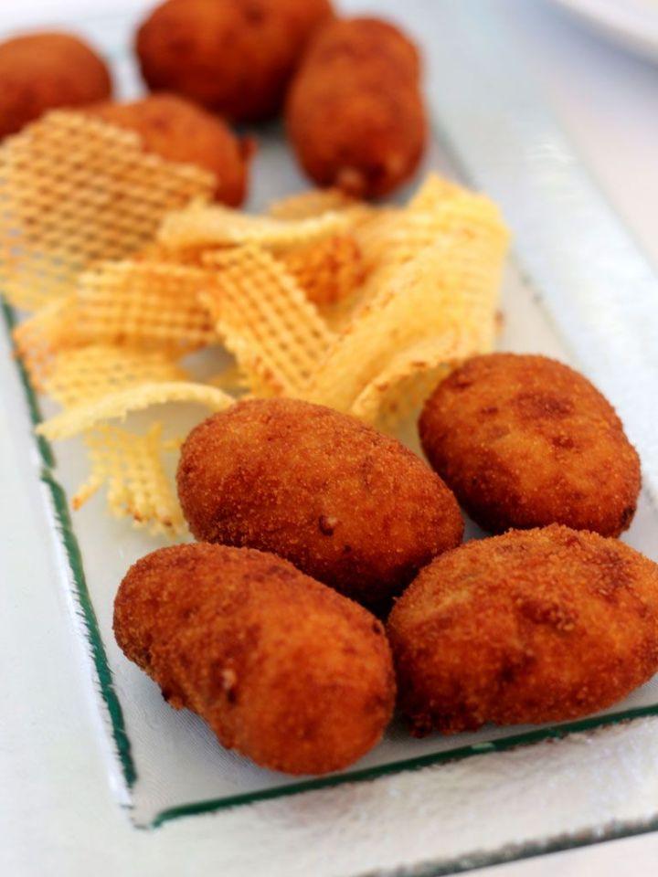 Restaurante-San-Francisco-El-Pardo---Croquetas-de-jamon-Patatas-Rejilla