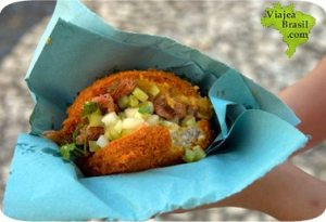Acarajé, moqueca bahiana, gastronomia brasil, cocina de brasil, food brasil, platos tipicos de brasil