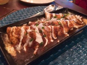 Enchiladas potosinas (pollo por dentro y salsa roja picante por fuera)