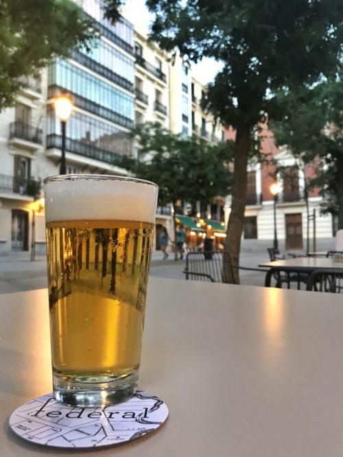 terrazas madrid, terrazas, cenar en madrid, restaurantes con terraza madrid, terrazas con encanto, las mejores terrazas de madrid, plaza conde de barajas, federal cafe