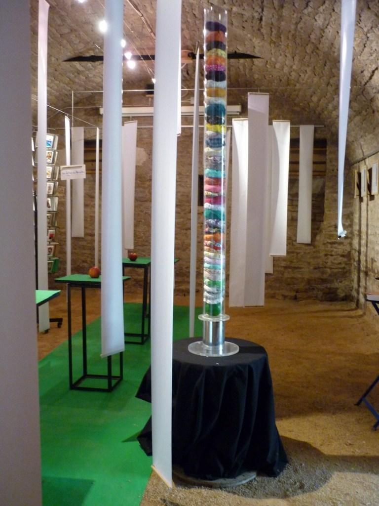 chambres d'hôtes La Gémuloise exposition dans la cave voûtée