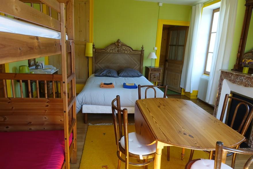 Chambre d'hôtes La Gémuloise chambre Côté cour côté jardin