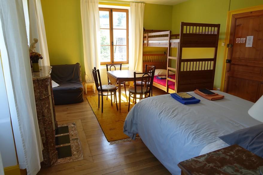 Chambres d'hôtes La Gémuloise chambre côté cour coté jardin