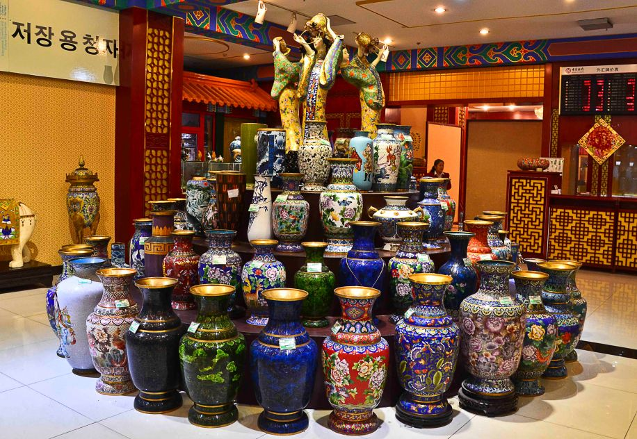 A mountain of ordinary sized vases