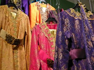 Kaftans can be worn by both women and men