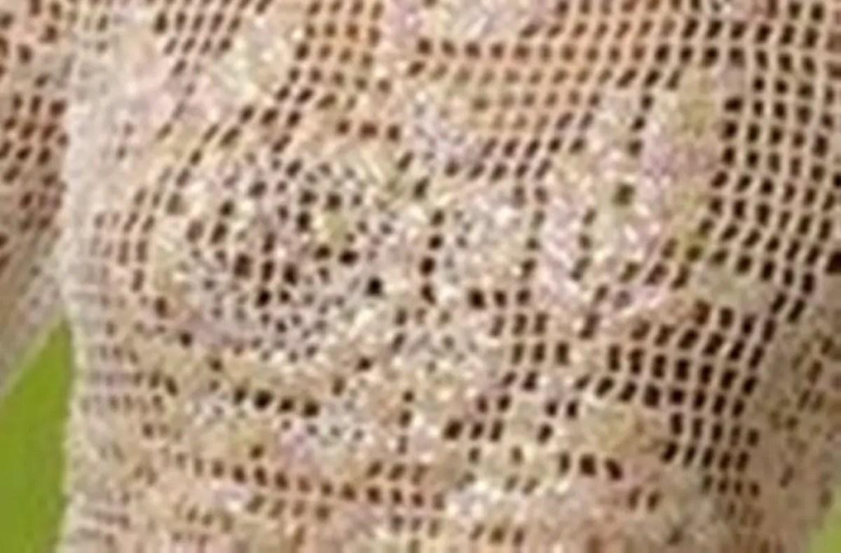 Un pull façon filet au crochet