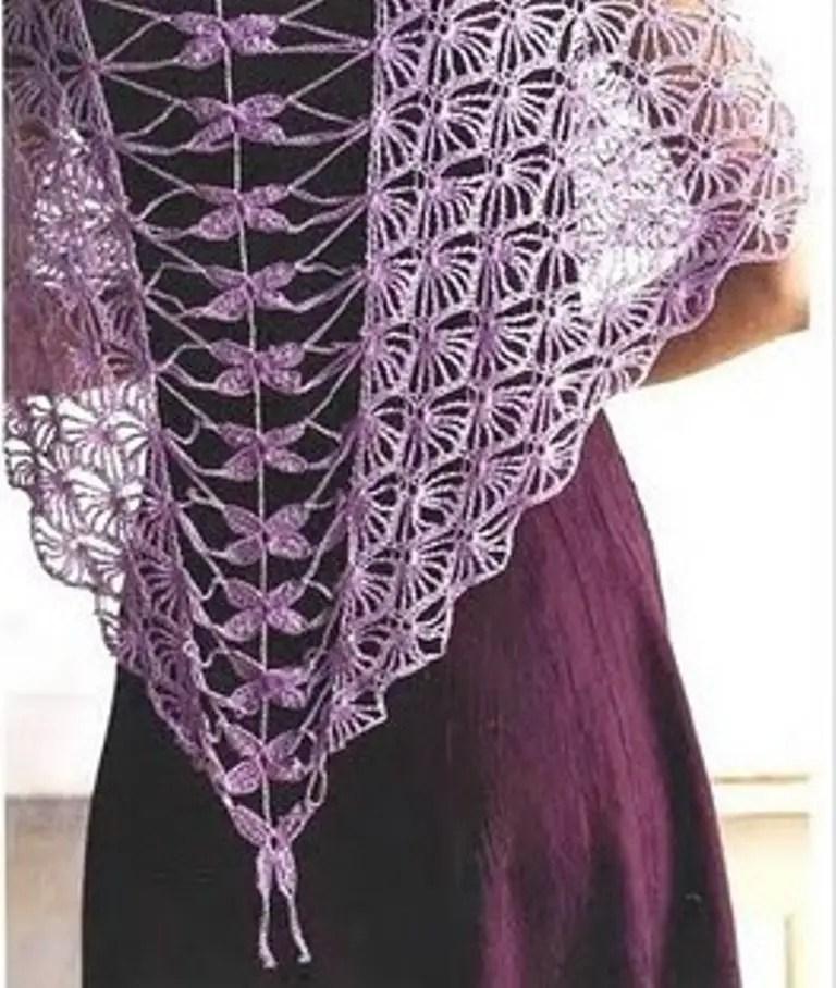 Un châle très léger relié façon corset