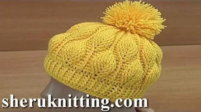 Bonnet avec des feuilles en 3D au crochet