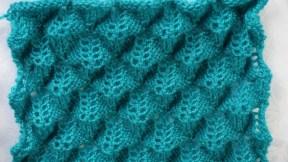 un point de tricot ajouré et en relief