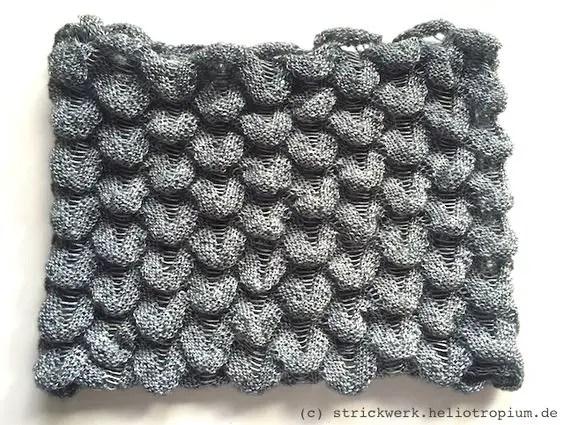 Snood avec le motif de doigt tricoté