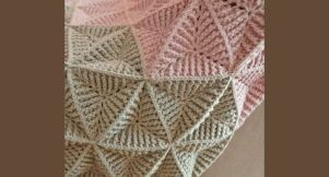 Des triangles au crochet texturé