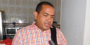 Fabio Velásquez, alcalde de Riohacha mientras daba declaraciones a la prensa por los hechos bandálicos.