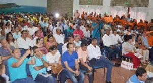 El público mantuvo su compostura para escuchar bien las propuestas de los candidatos.
