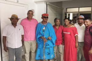 El rector Carlos Arturo Robles Julio, con los algunos miembros de la Junta Mayor de Palabreros.