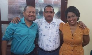 Los dos posesionados con el alcalde distrital Fabio David Velásquez Rivadeneira, Miguel Panciera Di Zoppola Martínez y Ana Mercedes Barón Toro de Salud Distrital.