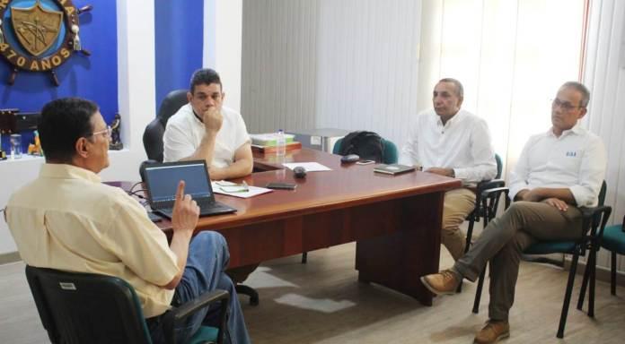 Aspecto de la reunión que sostuvo el alcalde de Riohacha, con funcionarios de Cerrejón y de la empresa contratista.