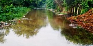 En una laguna se ha convertido este sector de la vía que comunica a Fonseca con Cardonal.