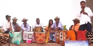 Este foro realizado en Riohacha abrió un espacio para la intervención de las autoridades tradicionales quienes con ayuda de un traductor aprovecharon la oportunidad para dar a conocer las problemáticas que viven a diario en sus rancherías.