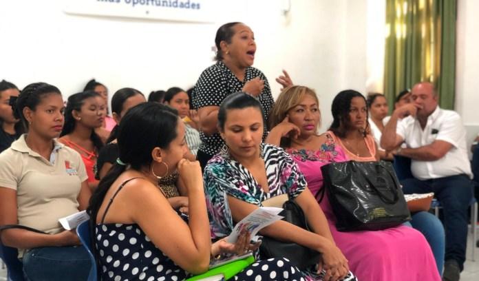 Funcionarios del sector público y privado recibieron una capacitación de parte del Distrito a través de un taller que busca sensibilizarlos sobre diversidad de género, con el fin de garantizar el respeto y la inclusión de la comunidad Lgbti.