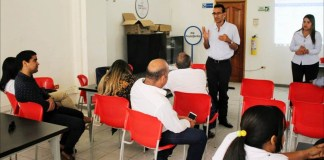 Una capacitación recibieron los empleados del Distrito de Riohacha. En la imagen, el profesor Mauricio Henríquez.