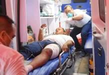 Roberto Carlos Ariño Noriega, cuando era atendido después de sufrir el accidente.