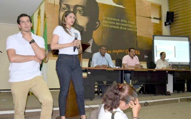 Momento en que el diputado Hilberth Pinto increpó al Viceministro