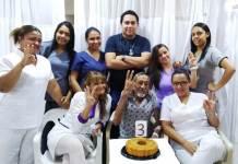 En días pasados, médicos y enfermeras le celebraron con una torta, el cumpleaños al señor Alpidio Payares.