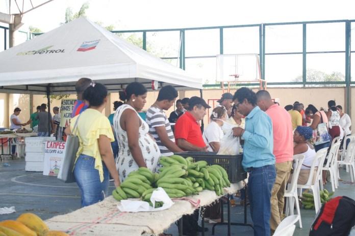Feria de frutos de los campos guajiros, gracias a la iniciativa del Sena, Ecopetrol-Chevron y el Fondo Emprender.