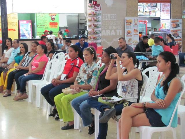 En la foto las mamás ganadoras del concurso cambio de look, Rosiris Mercado, Yeiris Echeverri y Daileth Barros.