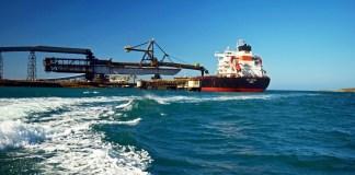 Este es puerto Bolívar en donde Cerrejón desembarca el carbón que va a mercados internacionales.