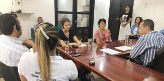 La diputada francesa Michele Crouzet, fue recibida en Riohacha por el secretario privado, Álvaro Gnecco, y el asesor de Despacho, Jhon Cataño, quienes se encargaron de explicar la situación que tiene la ciudad por la presencia de venezolanos.