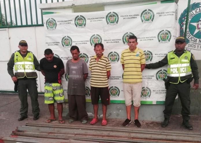 Las cuatro personas fueron puestas a disposición de la autoridad judicial competente.