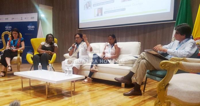 Panelistas del foro realizado este viernes en Riohacha.