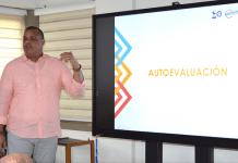 El rector Carlos Arturo Robles Julio, cuando hacía su intervención.