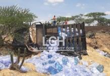 Por fallas mecánica se volteó este camión cargado de agua.