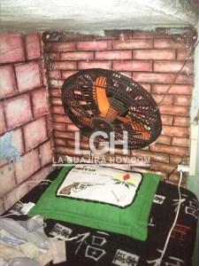 Esta habitación está lista para que una pareja la utilice, en la cárcel de Riohacha.