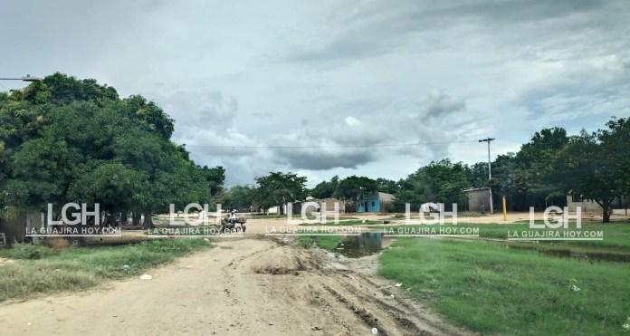 Así se encuentra la calle 40 y no ha sido posible pavimentarla, porque la empresa Promigas tiene que realizar unos trabajos.