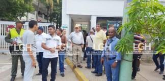 Aspecto de la protesta de manera pacífica que hicieron algunos pensionados de la Policía que habitan en Riohacha.