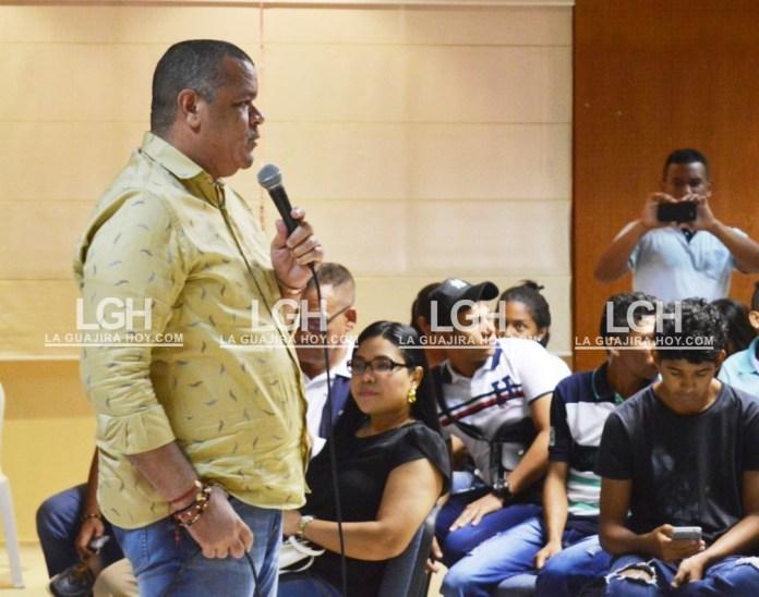 Carlos Robles Julio, rector apoya a los estudiantes en su decisión.