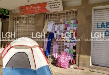 La sede del Ministerio del trabajo en Maicao no escapa al relajo de los venezolanos.