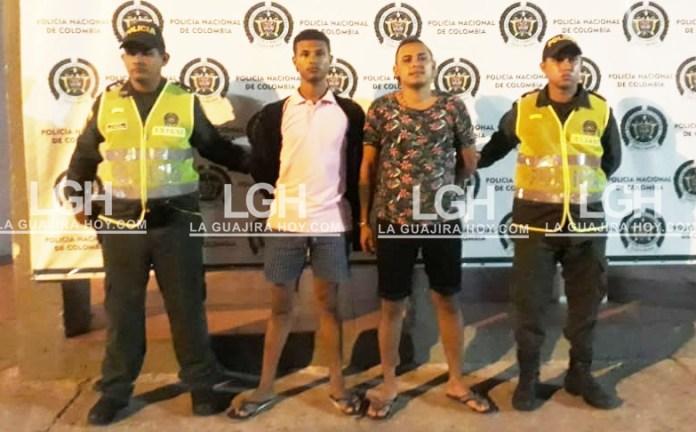 Los adolescentes fueron identificados como: Jhon Walkir Johnson Torrado y Aldair Antonio Peralta Navarro, fueron capturados con un arma de fuego con que intimidaban a sus victimas.