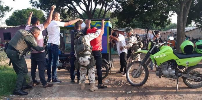 Operativos de registro y control realizó el Ejército y la Policía en Fonseca.