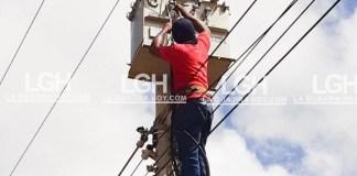 Un comparendo le impuso la Policía a Maikel Yesid Bolaño Gámez, quien fue encontrado subido en un poste de la empresa Electricaribe, en el barrio Buenos Aires de Riohacha.