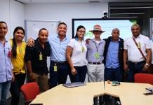 Grupo de estudiantes, junto al docente Jaider Quintero.