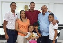 Jhonner David Gómez, Lisbelgis González, Jairo Luis, José Gómez, padre, el niño José David Gómez, la pequeña Tashalem Gómez y el niño Jesús Manuel Gómez.