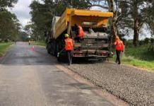 Continúan los trabajos para cumplir las metas propuestas de pavimentación de la vía que comunica al sur de La Guajira con el departamento del Cesar. Imagen de archivo.