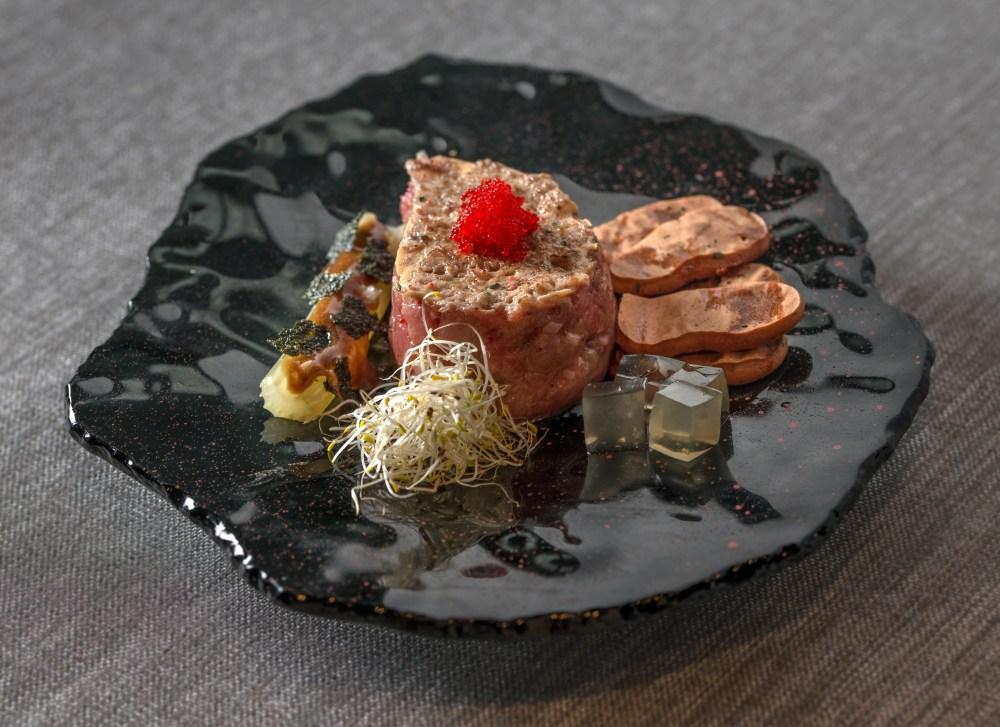 Tartar de atún rojo con mayonesa, merengues deshidratados... (1).jpg