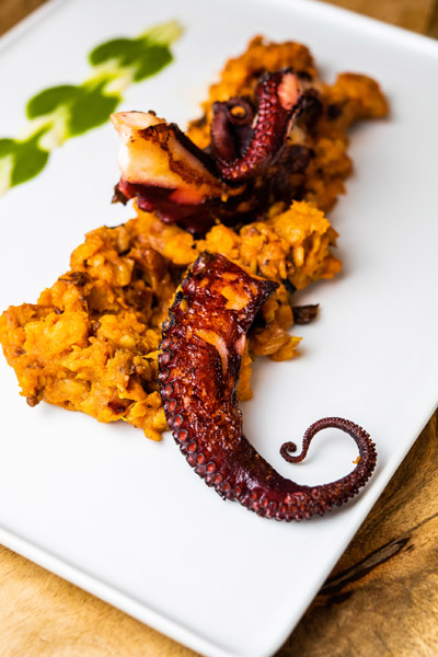 Pulpo a la brasa con patata revolcona - Arroces Ten.jpg