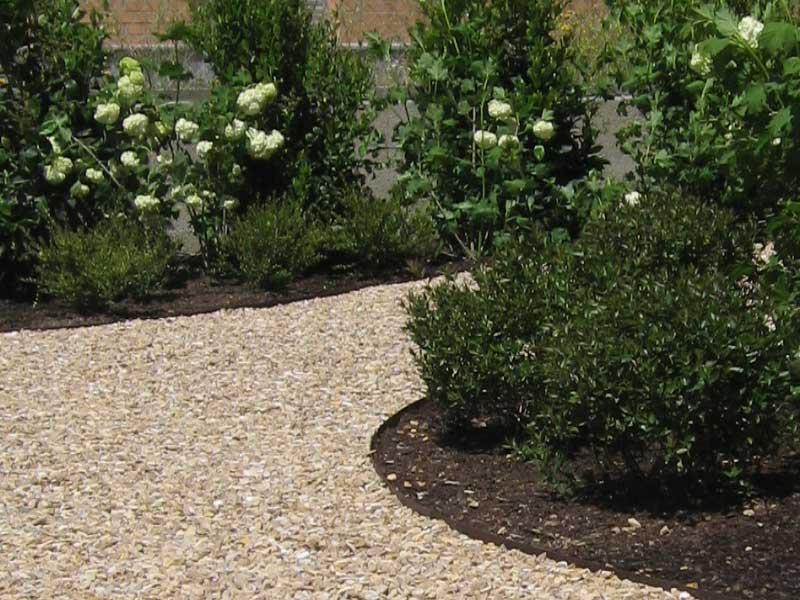 Jardines pensados para no trabajar la habitaci n verde for Decoracion jardin grava