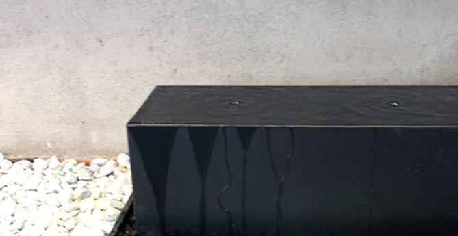 fuente negra jardín